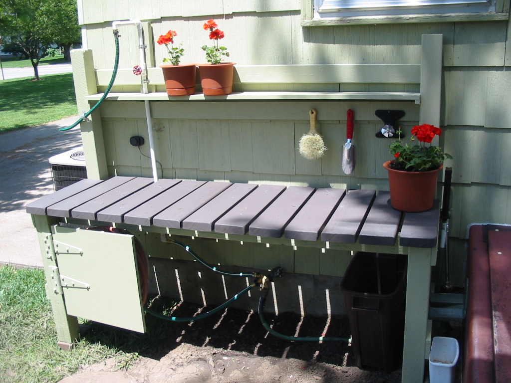 Potting oppotschuurtjes pinterest Outdoor potting bench